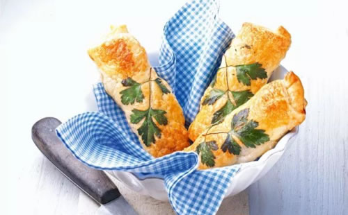 Ferranini烤箱烤制酥皮香肠卷